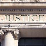 Gerechtigkeitszeichen Gericht-Bauordnungsrechtgerichts-Quadratformat Stockfotografie