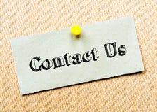 Gerecycleerde die document nota op cork raad wordt gespeld Contacteer ons Royalty-vrije Stock Foto