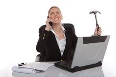 Gereizte Geschäftsfrau