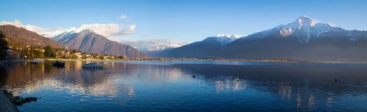 Gerencie Lario em um dia de inverno, distrito de Como do lago imagens de stock