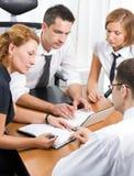 Gerente com os trabalhadores de escritório na reunião Fotos de Stock Royalty Free