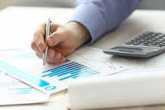 Gerente Controlling Expense Income do contador imagem de stock royalty free