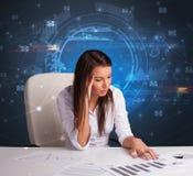 Gerente na frente da mesa de escritório com conceito de uma comunicação fotos de stock royalty free