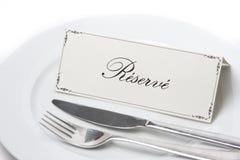 Gereserveerd teken in het Frans met vork en mes Stock Afbeelding