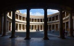 Gericht des Palastes von Charles V in Alhambra in der Tageszeit granada Lizenzfreie Stockbilder