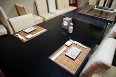 Gerichte lijst in Aziatisch restaurant Eetstokjes en sojasaus royalty-vrije stock afbeeldingen