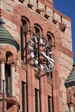 Gerichtsgebäude-Borduhr lizenzfreie stockfotografie