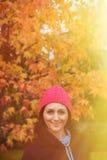 Gerijpte vrouw in het bos royalty-vrije stock foto