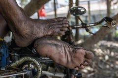 Gerimpelde en vuile voet oudere mensen Royalty-vrije Stock Foto's