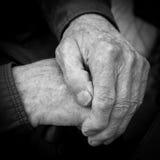 Gerimpelde handen van een oude mens De Zwart-witte foto van Peking, China Royalty-vrije Stock Fotografie