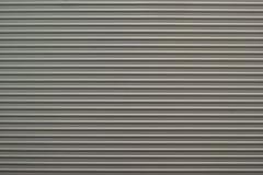 Geripptes Aluminium mit Streifenmuster Stockfotografie