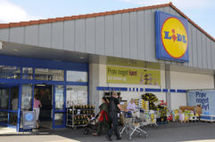 GERMAN LIDL CHAIN NEAT AND CLEAN STORE Stock Photos
