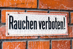 German - Smoking prohibited sign on a brick wall Royalty Free Stock Photos