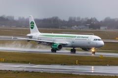 Germania samolot przy Dusseldorf lotniskowy Germany w deszczu obrazy royalty free