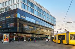 germany berkshires cityscape Alexanderplatz fyrkant i Berlin Februari 16, 2018 royaltyfria foton