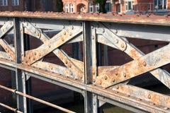 germany hamburg Fragment av metallbron Royaltyfri Fotografi