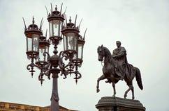 germany Monument som framme gör till kung Johann av Sachsen av den Semper operan på teaterfyrkant i Dresden 16 Juni 2016 Royaltyfri Foto