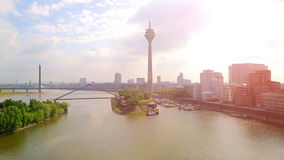 germany Paesaggio urbano di Dusseldorf con la vista sul porto di media stock footage
