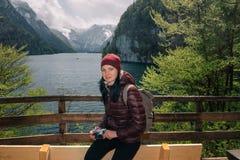 germany Parco nazionale di Berchtesgaden Una ragazza con una macchina fotografica Immagine Stock