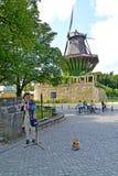 germany Potsdam Muzyk w antycznym kostiumu bawić się flet w Sanssousi parku Fotografia Stock