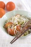 Germe di soia fritto scalpore cinesi con il pomodoro Immagini Stock
