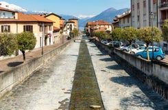 Germignaga jest powabnym wioską lokalizować przy usta Tresa rzeka blisko Luino w prowinci Varese, Włochy Fotografia Stock