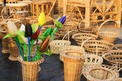 Germogli del tulipano e mobilie della canna fatti panno Fotografia Stock Libera da Diritti