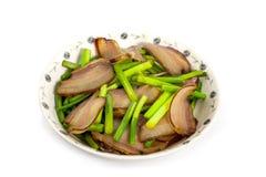 Germoglio dell'aglio e del bacon: Un alimento cinese della squisitezza Immagini Stock