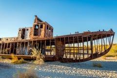 Geroest schip in de schipbegraafplaats, Oezbekistan Royalty-vrije Stock Foto's