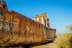 Geroest schip in de schipbegraafplaats, Oezbekistan Stock Afbeeldingen