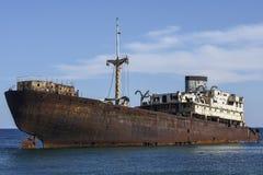 Geroest schip dichtbij Arrecife, Lanzarote, Canarische Eilanden, Spanje royalty-vrije stock foto
