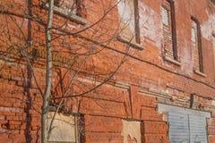 Geroeste oude muurachtergrond Stock Afbeeldingen