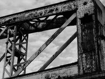 Geroeste structuur tegen bewolkt hemelstation Stock Fotografie