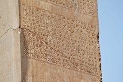 Geroglifici antichi su una colonna in Persepolis Immagini Stock