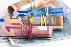 Gerolde bankbiljetten op witte achtergrond Royalty-vrije Stock Foto