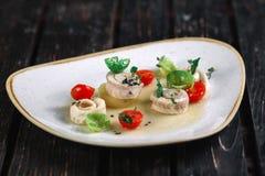 Gerolde haringen met groente Royalty-vrije Stock Afbeelding