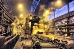 Gerolde metaalstaalfabriek stock foto's