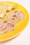 Gerolde Sandwich met Spaanders Royalty-vrije Stock Foto's