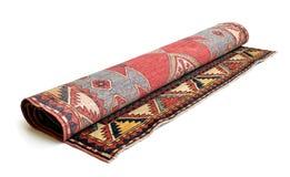 Gerollter persischer Teppich stockbilder