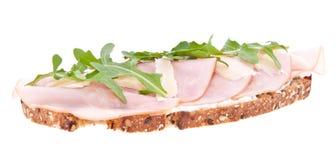 Gerookt ham op brood dat op wit wordt geïsoleerdi Royalty-vrije Stock Afbeeldingen