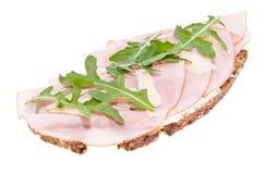 Gerookt ham op brood dat op wit wordt geïsoleerdt Stock Fotografie