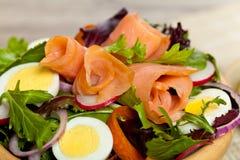 Gerookt Salmon Salad Stock Afbeelding