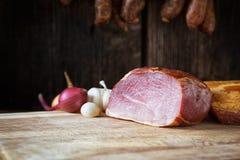 Gerookt worst en vlees Stock Foto's