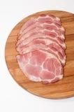 Gerookte die ham op de houten raad wordt gesneden Stock Foto's