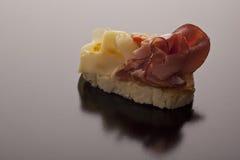 Gerookte ham en kaas op baguette Royalty-vrije Stock Foto