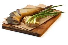 Gerookte makreel met brood en groene ui Stock Afbeelding