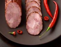 Gerookte worst met kruidige peper Stock Afbeelding