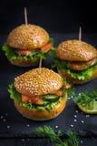 Gerookte zalm miniburgers Royalty-vrije Stock Afbeelding