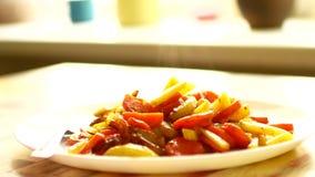 Geroosterd of aardappelen in de schil stock videobeelden