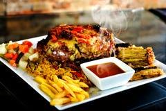 Geroosterd bbq lapje vlees met rozemarijn Royalty-vrije Stock Afbeeldingen